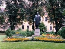 Palackého sady - pomník A. Heyduka