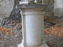 Pomník v Dobrši, autor T. Vejdovský, 2002